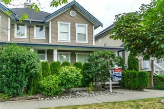 """Photo 2: 2 18011 70 Avenue in Surrey: Cloverdale BC Townhouse for sale in """"Provinceton"""" (Cloverdale)  : MLS®# R2297398"""