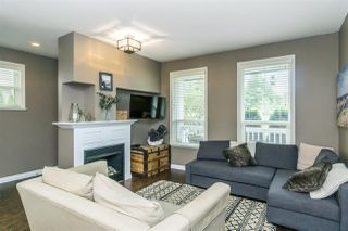 """Photo 5: 2 18011 70 Avenue in Surrey: Cloverdale BC Townhouse for sale in """"Provinceton"""" (Cloverdale)  : MLS®# R2297398"""