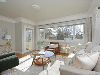 Photo 3: 1248 Topaz Avenue in VICTORIA: Vi Mayfair Single Family Detached for sale (Victoria)  : MLS®# 400917