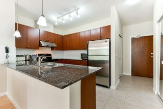 "Photo 5: 324 10180 153 Street in Surrey: Guildford Condo for sale in ""Charlton Park"" (North Surrey)  : MLS®# R2321763"