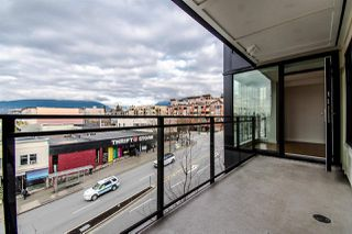 "Photo 17: 310 111 E 3RD Street in North Vancouver: Lower Lonsdale Condo for sale in ""THE VERSATILE"" : MLS®# R2333960"