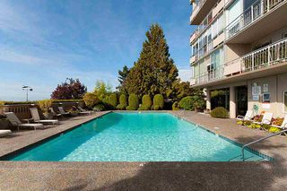 "Photo 18: 808 150 24 Street in West Vancouver: Dundarave Condo for sale in ""Seastrand"" : MLS®# R2359015"