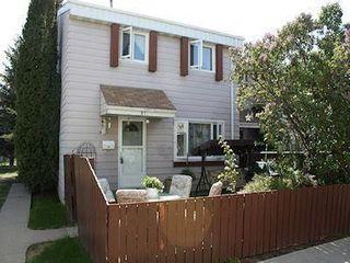 Photo 1: 2C CALLINGWOOD Court in Edmonton: Zone 20 Townhouse for sale : MLS®# E4161382