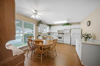 """Photo 8: 104 10172 141 Street in Surrey: Whalley Townhouse for sale in """"Camberly Green"""" (North Surrey)  : MLS®# R2475447"""
