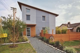 Main Photo: 2665 Belmont Ave in : Vi Oaklands House for sale (Victoria)  : MLS®# 858050
