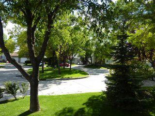 Photo 4: 98 GREENSBORO Square in WINNIPEG: Fort Garry / Whyte Ridge / St Norbert Residential for sale (South Winnipeg)  : MLS®# 1103107