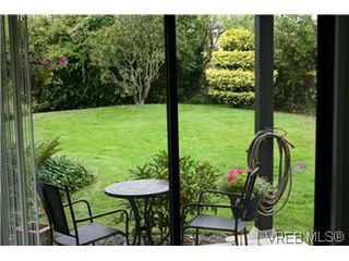 Photo 18: D 3056 Washington Avenue in VICTORIA: Vi Burnside Townhouse for sale (Victoria)  : MLS®# 299056
