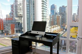 "Photo 5: 1006 1438 RICHARDS Street in Vancouver: Yaletown Condo for sale in ""AZURA"" (Vancouver West)  : MLS®# V1055903"