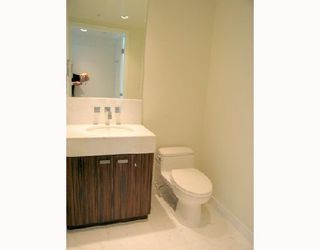 """Photo 5: 1011 788 RICHARDS Street in Vancouver: Downtown VW Condo for sale in """"L'HERMITAGE"""" (Vancouver West)  : MLS®# V1070405"""