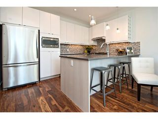 Photo 10: 2 4727 17 Avenue NW in Calgary: Montgomery House for sale : MLS®# C4006716