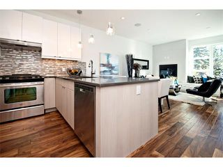 Photo 12: 2 4727 17 Avenue NW in Calgary: Montgomery House for sale : MLS®# C4006716