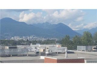 Photo 2: 406 E 5TH Avenue in Vancouver: Mount Pleasant VE House for sale (Vancouver East)  : MLS®# V1137854