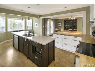 Photo 4: 3819 Synod Road in VICTORIA: SE Cedar Hill Single Family Detached for sale (Saanich East)  : MLS®# 361654