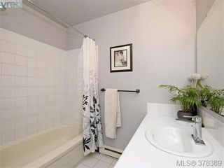 Photo 12: 1532 KENMORE Rd in VICTORIA: SE Gordon Head Single Family Detached for sale (Saanich East)  : MLS®# 759808