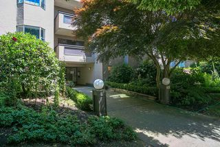 "Main Photo: 207 975 W 13TH Avenue in Vancouver: Fairview VW Condo for sale in ""OAKMONT"" (Vancouver West)  : MLS®# R2196147"