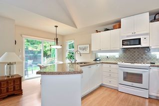 """Photo 9: 22 14877 33RD Avenue in Surrey: King George Corridor Townhouse for sale in """"Sandhurst"""" (South Surrey White Rock)  : MLS®# R2206509"""