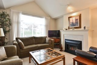 """Photo 2: 22 14877 33RD Avenue in Surrey: King George Corridor Townhouse for sale in """"Sandhurst"""" (South Surrey White Rock)  : MLS®# R2206509"""
