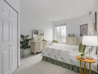 "Photo 11: 405 360 E 36TH Avenue in Vancouver: Main Condo for sale in ""MAGNOLIA GATE"" (Vancouver East)  : MLS®# R2244662"