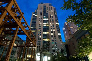 Main Photo: 1902 1238 MELVILLE Street in Vancouver: Coal Harbour Condo for sale (Vancouver West)  : MLS®# R2331748