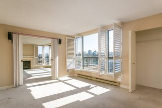 """Photo 4: 709 1490 PENNYFARTHING Drive in Vancouver: False Creek Condo for sale in """"Harbour Cove"""" (Vancouver West)  : MLS®# R2447030"""