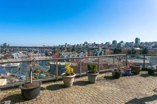 """Photo 14: 709 1490 PENNYFARTHING Drive in Vancouver: False Creek Condo for sale in """"Harbour Cove"""" (Vancouver West)  : MLS®# R2447030"""