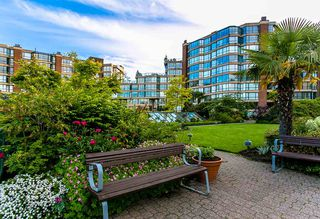 """Photo 20: 709 1490 PENNYFARTHING Drive in Vancouver: False Creek Condo for sale in """"Harbour Cove"""" (Vancouver West)  : MLS®# R2447030"""
