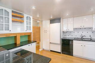 """Photo 7: 709 1490 PENNYFARTHING Drive in Vancouver: False Creek Condo for sale in """"Harbour Cove"""" (Vancouver West)  : MLS®# R2447030"""
