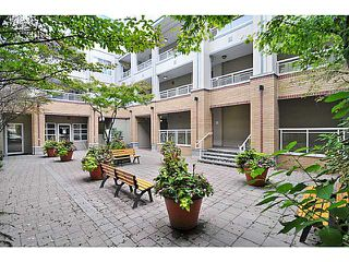 "Photo 10: 207 108 W ESPLANADE Avenue in North Vancouver: Lower Lonsdale Condo for sale in ""Tradewinds"" : MLS®# V976734"