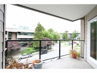 """Photo 4: 303 2577 WILLOW Street in Vancouver: Fairview VW Condo for sale in """"Willow Garden"""" (Vancouver West)  : MLS®# V1097846"""