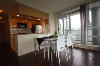 """Photo 5: 1003 1033 MARINASIDE Crescent in Vancouver: Yaletown Condo for sale in """"Quaywes"""" (Vancouver West)  : MLS®# R2007255"""