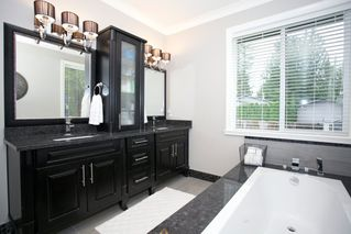 "Photo 10: 4537 SOUTHRIDGE Crescent in Langley: Murrayville House for sale in ""Murrayville - Southridge"" : MLS®# R2015764"