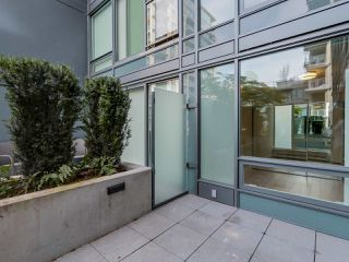 "Photo 13: 221 1783 MANITOBA Street in Vancouver: False Creek Condo for sale in ""Residences at West"" (Vancouver West)  : MLS®# R2055907"