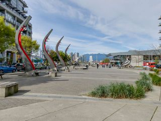 "Photo 14: 221 1783 MANITOBA Street in Vancouver: False Creek Condo for sale in ""Residences at West"" (Vancouver West)  : MLS®# R2055907"