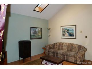 Photo 6: 48 Demos Pl in VICTORIA: VR Glentana Single Family Detached for sale (View Royal)  : MLS®# 737105