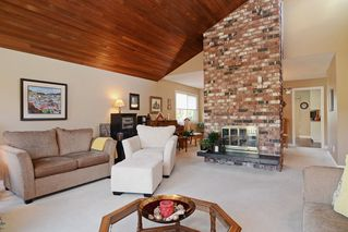 "Photo 3: 1056 LOMBARDY Drive in Port Coquitlam: Lincoln Park PQ House for sale in ""LINCOLN PARK"" : MLS®# R2126810"