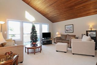 "Photo 2: 1056 LOMBARDY Drive in Port Coquitlam: Lincoln Park PQ House for sale in ""LINCOLN PARK"" : MLS®# R2126810"
