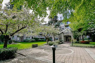 """Photo 2: 404 15220 GUILDFORD Drive in Surrey: Guildford Condo for sale in """"The Boulevard"""" (North Surrey)  : MLS®# R2163658"""