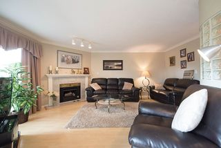 "Photo 2: 1 4055 REGENT Street in Richmond: Steveston South Townhouse for sale in ""REGENT GARDENS"" : MLS®# R2209674"