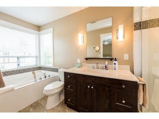 """Photo 14: 8524 212 Street in Langley: Walnut Grove House for sale in """"Forest Hills"""" : MLS®# R2261072"""