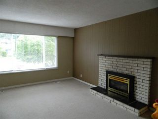 Photo 2: 13728 BLACKBURN Avenue: White Rock House for sale (South Surrey White Rock)  : MLS®# R2266413