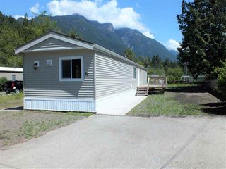 "Photo 1: 19 65367 KAWKAWA LAKE Road in Hope: Hope Kawkawa Lake Manufactured Home for sale in ""CRYSTAL RIVER COURT"" : MLS®# R2280178"