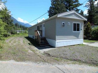 "Photo 2: 19 65367 KAWKAWA LAKE Road in Hope: Hope Kawkawa Lake Manufactured Home for sale in ""CRYSTAL RIVER COURT"" : MLS®# R2280178"