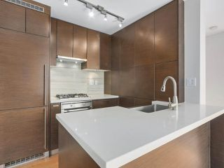 """Photo 7: 903 535 SMITHE Street in Vancouver: Downtown VW Condo for sale in """"DOLCE AT SYMPHONY PLACE"""" (Vancouver West)  : MLS®# R2301055"""