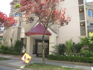 "Photo 2: 207 1208 BIDWELL Street in Vancouver: West End VW Condo for sale in ""Baybreeze"" (Vancouver West)  : MLS®# R2409529"