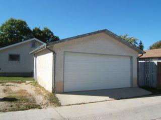 Photo 2: 33 Meadow Lake Drive in WINNIPEG: Transcona Residential for sale (North East Winnipeg)  : MLS®# 1119334