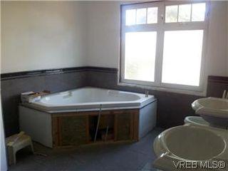 Photo 3: 3851 Carey Road in VICTORIA: SW Tillicum Single Family Detached for sale (Saanich West)  : MLS®# 301254