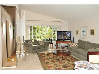 Photo 3: 20 901 Kentwood Lane in VICTORIA: SE Broadmead Townhouse for sale (Saanich East)  : MLS®# 329008