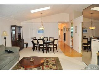 Photo 5: 20 901 Kentwood Lane in VICTORIA: SE Broadmead Townhouse for sale (Saanich East)  : MLS®# 329008