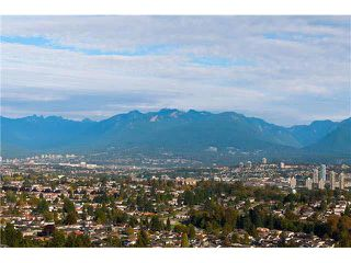 "Photo 3: 2204 5833 WILSON Avenue in Burnaby: Central Park BS Condo for sale in ""PARAMOUNT I"" (Burnaby South)  : MLS®# V1088635"