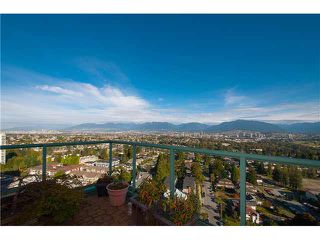 "Photo 6: 2204 5833 WILSON Avenue in Burnaby: Central Park BS Condo for sale in ""PARAMOUNT I"" (Burnaby South)  : MLS®# V1088635"